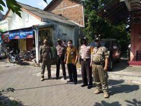 Distribusi Bantuan Sosial Tunai BST APBD Pemda DIY Di Kelurahan Cokrodiningratan Kecamatan Jetis Yogjakarta